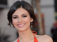 Victoria Justice – Primetime Creative Arts Emmy Awards – September 15, 2012